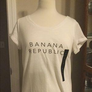 Medium Banana Republic white tee